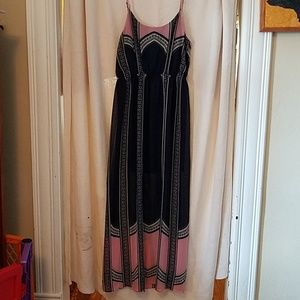 Maxi dress with cutout in back